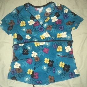 Fun Blue Floral M Scrub Top